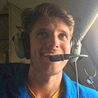 Phi công bay thẳng vào mắt siêu bão 300km/h để lấy dữ liệu