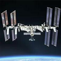Phi hành gia dùng... bọt xà phòng để tìm vết rò rỉ trên ISS