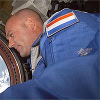 Phi hành gia lỡ gọi 911 từ ngoài vũ trụ khiến NASA náo loạn