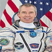 Phi hành gia tập đi bộ sau 197 ngày sống ngoài không gian