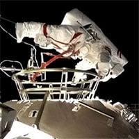 Phi hành gia Trung Quốc đi bộ không gian ngoài trạm Thiên Cung