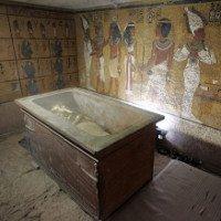 Phòng ẩn trong mộ vua Tut chất đầy báu vật
