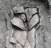 Quan tài 3300 năm tuổi chạm khắc mặt người