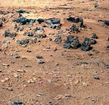 Robot Curiosity phân tích cát trên sao Hỏa