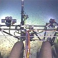 Robot đào mỏ 25 tấn mắc kẹt dưới đáy Thái Bình Dương