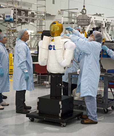 Robot phi hành gia đầu tiên sắp bay vào không gian