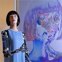 Robot thông minh tự vẽ chân dung gây tranh cãi