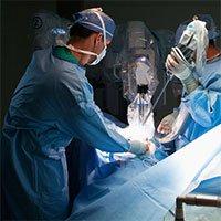 Robot xem video phẫu thuật, trở thành phụ tá của bác sĩ