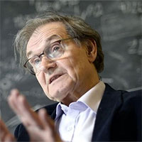 Roger Penrose - Người chứng minh hố đen có thể tồn tại