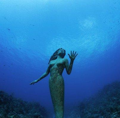 Rùng người trước những bức tượng lạ giữa lòng đại dương