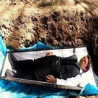 Rùng rợn phương pháp trị liệu tâm lý bằng cách… chôn sống