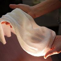 Sáng chế thành công loại vải mới giúp tự động làm mát khi trời nóng, toát mồ hôi và giữ ấm khi trời lạnh