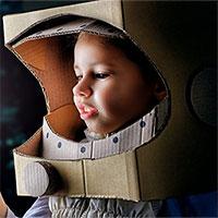Sinh con ngoài vũ trụ: Khó nhưng cần có vì tương lai của nhân loại