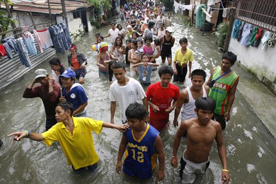 Sơ tán dân ở ven sông, vùng thấp đến nơi an toàn