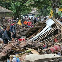 Sóng thần ở Indonesia làm hơn 200 người chết