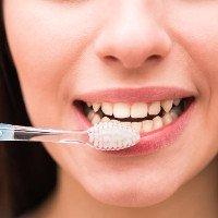 Sự thật kinh hoàng về bàn chải đánh răng bẩn