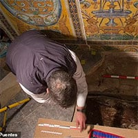 Sửa cung điện, phát hiện cô gái tóc vàng bị giấu dưới sàn 7 thế kỷ
