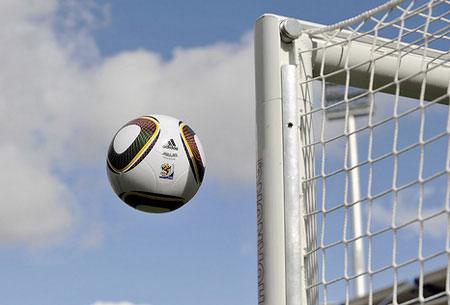 Tại sao bóng ở World Cup 2010 khó đá?