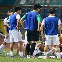 Tại sao cầu thủ thường súc miệng giữa trận đấu?