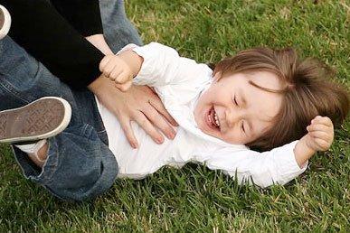 Tại sao chúng ta cười khi bị