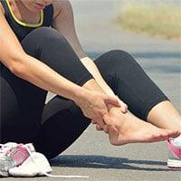 Tại sao chúng ta lại đau mắt cá chân khi chạy?