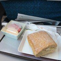 Tại sao đồ ăn trên máy bay thường rất dở?