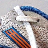 Tại sao giày thể thao có hai lỗ nhỏ?