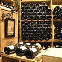Tại sao trữ rượu nên để nằm ngang không để đứng?