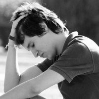 Tại sao yêu xa hoặc chia tay lại làm ta đau đớn đến vậy?