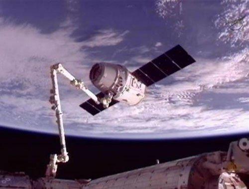 Tàu Dragon lắp ghép thành công với ISS