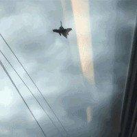 Tàu siêu tốc có thể chạy ngang với cả máy bay phản lực trên trời