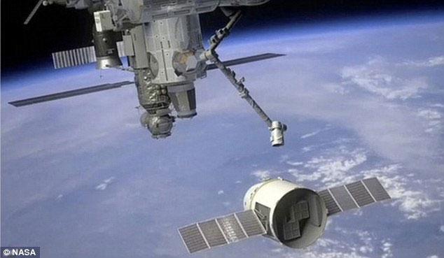 Tàu tư nhân chuẩn bị kết nối với ISS
