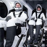 Tàu vũ trụ của Elon Musk suýt va chạm vật thể lạ