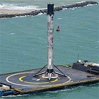 Tên lửa SpaceX cập bờ sau chuyến bay lịch sử