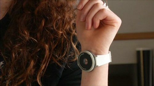 Thiết bị đeo tay giúp con người thay đổi tâm trạng
