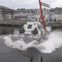 Thiết kế đặc biệt với trọng tâm thấp khiến con thuyền này không thể bị lật