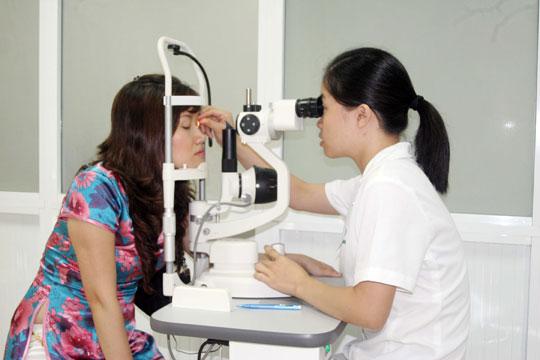 Thử nghiệm tế bào gốc chữa bệnh cho người mù