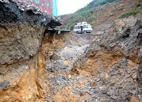 Thủy điện sông Tranh 2 xuất hiện nhiều vết nứt