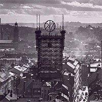 Tòa tháp cổ giữa lòng thành phố treo hơn 5.500 dây điện thoại