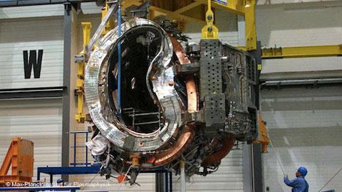 Tổng hợp hạt nhân bằng cỗ máy méo