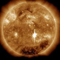 Trái Đất vừa hứng chịu cơn bão Mặt Trời cực mạnh: Nhà khoa học đứng ngồi không yên