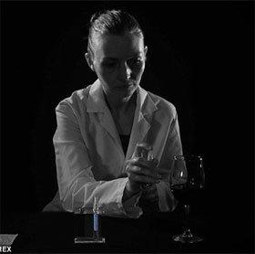 Tranh cãi về thuốc xịt xóa mọi dấu vết ADN