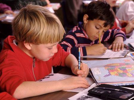 Trẻ thuận tay trái thích đến trường hơn