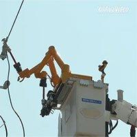 Tròn mắt xem cảnh robot sửa đường dây điện ở Thượng Hải