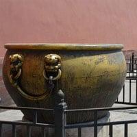 Tử Cấm Thành có tới 308 vại nước, trong đó 18 vại mạ vàng: Tại sao trên thân những vại mạ vàng đều có vết dao?