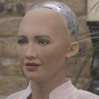 Từng muốn hủy diệt nhân loại, nay robot Sophia nói