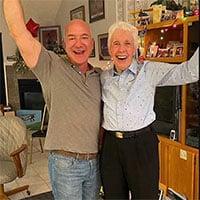 Tỷ phú Jeff Bezos sẽ bay vào vũ trụ cùng cụ bà 82 tuổi