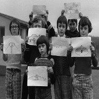 UFO bí ẩn trên sân trường khiến cả lớp học hoảng sợ ở Wales