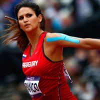 Vận động viên Olympic dán băng dính lên người để làm gì?