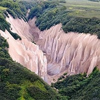 Vẻ đẹp kỳ ảo của thung lũng đá trắng như ở hành tinh khác